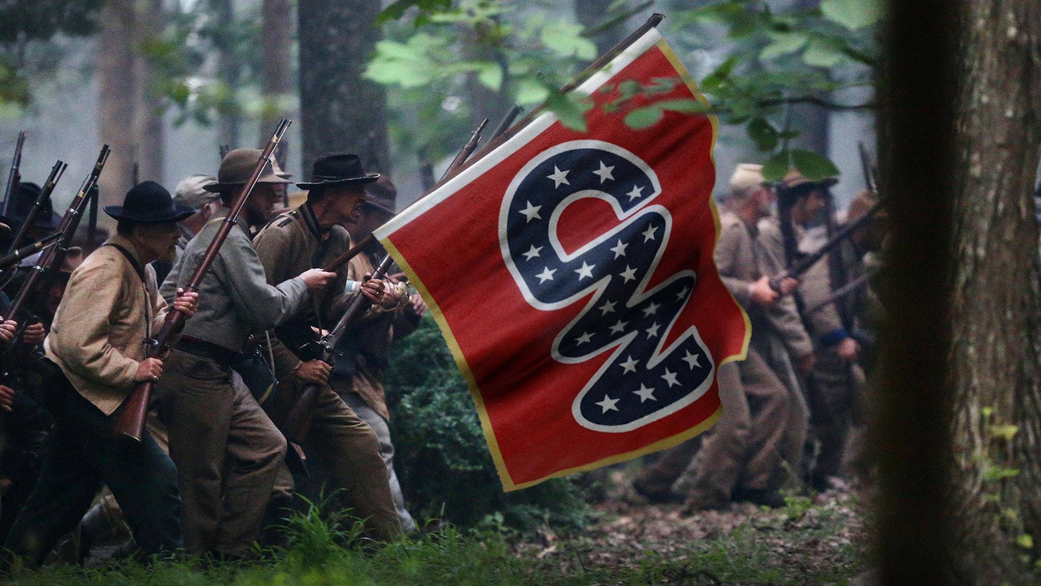 Ep. 1248 - The Establishment Media Are Driving Us Toward Civil War